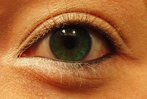 White - Smoky Eye